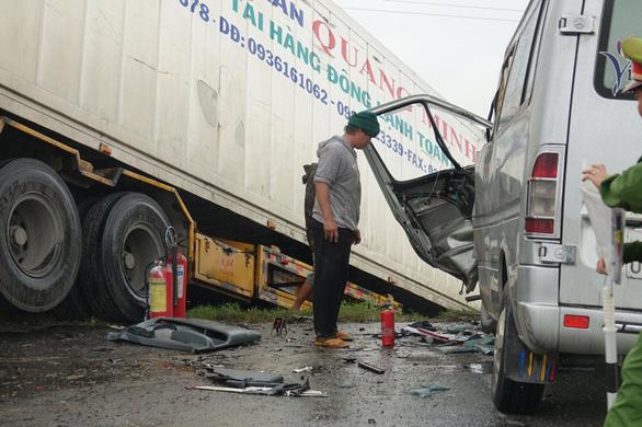 Xe khách chở các sư thầy ở Bình Định gặp nạn do lấn đường - Ảnh 2.
