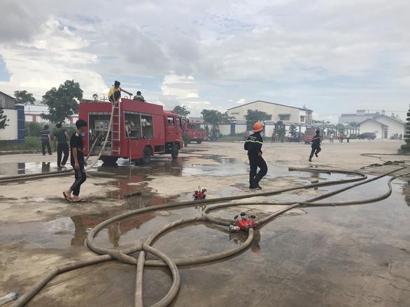 Hai xưởng may khoảng 10.000 m2 Công ty May Nhà Bè - Sóc Trăng bị lửa thiêu rụi - Ảnh 3.