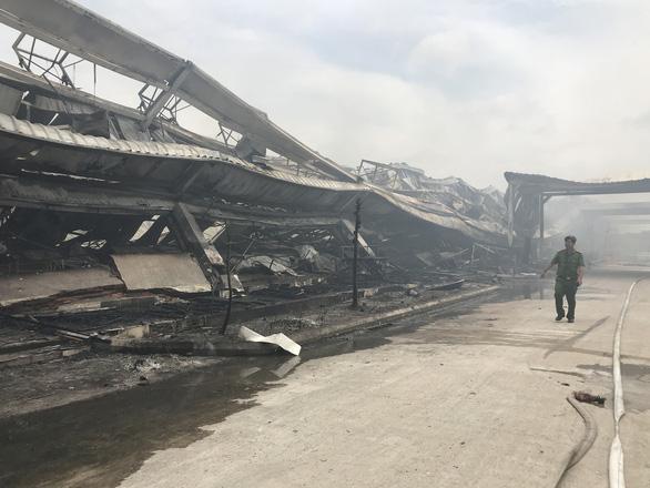 Hai xưởng may khoảng 10.000 m2 Công ty May Nhà Bè - Sóc Trăng bị lửa thiêu rụi - Ảnh 2.