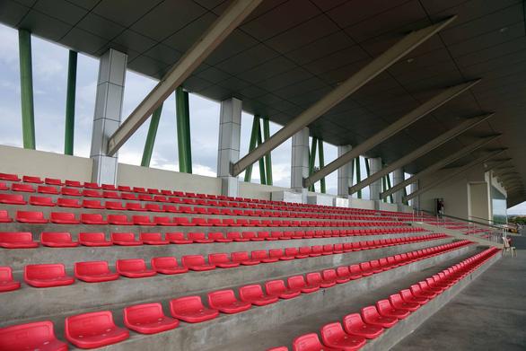 Ngắm sân Binan chỉ có 3.300 chỗ ngồi mà U22 Việt Nam sẽ thi đấu - Ảnh 1.