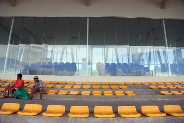 Ngắm sân Binan chỉ có 3.300 chỗ ngồi mà U22 Việt Nam sẽ thi đấu - Ảnh 2.