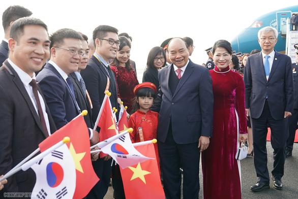 Thủ tướng tới Busan dự thượng đỉnh đặc biệt Hàn Quốc - ASEAN - Ảnh 2.