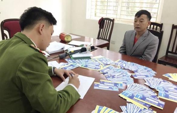 Khởi tố 3 người làm cả ngàn vé bóng đá VN-UAE, VN - Thái Lan giả - Ảnh 1.
