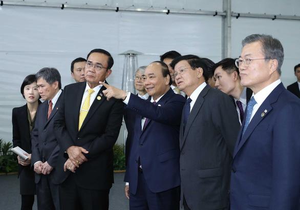 Thủ tướng Nguyễn Xuân Phúc dự lễ động thổ xây dựng thành phố thông minh của Hàn Quốc - Ảnh 3.