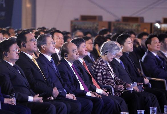 Thủ tướng Nguyễn Xuân Phúc dự lễ động thổ xây dựng thành phố thông minh của Hàn Quốc - Ảnh 2.