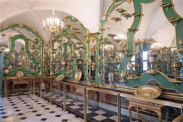 Trộm cuỗm trang sức cổ trị giá cả tỉ euro trong bảo tàng - Ảnh 2.