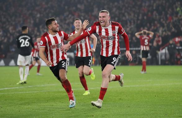 M.U đánh rơi chiến thắng trước đội mới lên hạng Sheffield United - Ảnh 2.