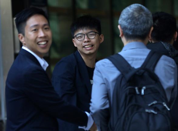 Vừa thắng cử, một số hội đồng quận Hong Kong đã đòi tuân theo người biểu tình - Ảnh 1.