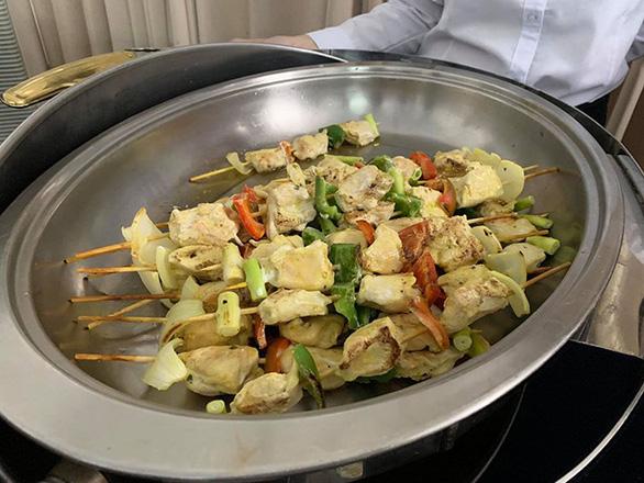 Thiếu ăn tại SEA Games 2019, tuyển nữ Việt Nam phải ra siêu thị mua thêm rau - Ảnh 2.