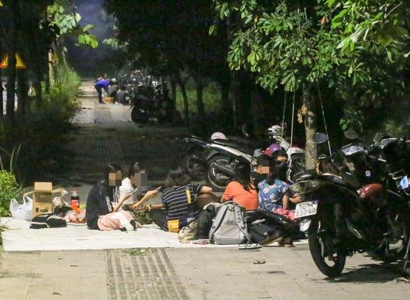 BBQ đêm vỉa hè ở khu đô thị Thủ Thiêm - Ảnh 6.