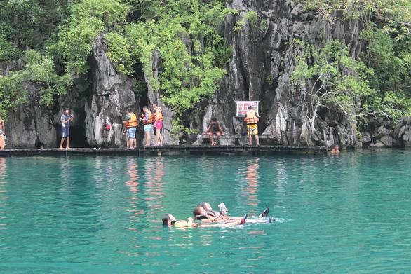 Leo núi để... tắm hồ giữa đảo Coron - Ảnh 3.