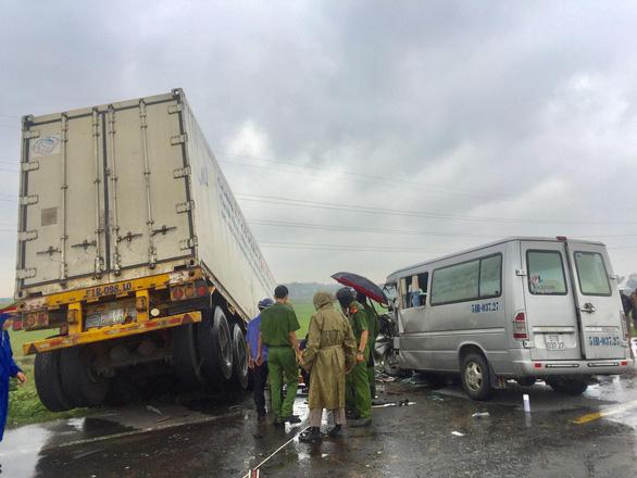 Vụ tai nạn 3 người chết ở Quảng Ngãi: Người trên xe container dính ma túy - Ảnh 2.