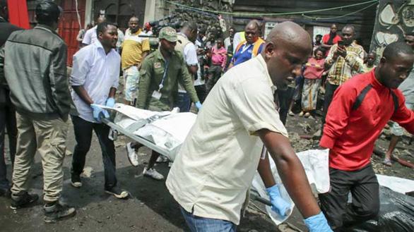 Máy bay chở khách đâm sầm xuống nhà dân, ít nhất 29 người thiệt mạng - Ảnh 1.