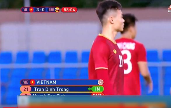 Đang bình luận ở nhà, Đình Trọng vẫn bị… tung vào sân trận gặp Brunei?