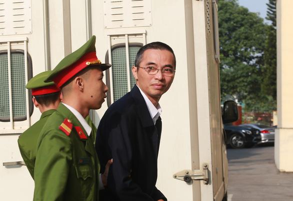 Phiên tòa đánh bạc ngàn tỉ: Hoãn phiên tòa vì ông Trương Minh Tuấn vắng mặt - Ảnh 3.