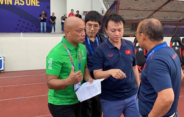 Ông Park phản ứng khi cháu Quốc vương Brunei đang dự bị bất ngờ đá chính - Ảnh 1.