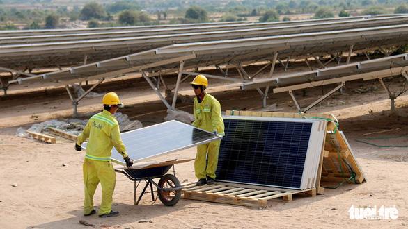 Sẽ thêm thiếu điện nếu điện mặt trời phải đấu thầu ? - Ảnh 2.