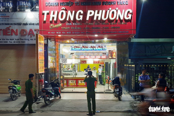 3 nghi can nổ súng cướp tiệm vàng ở Hóc Môn sa lưới - Ảnh 1.