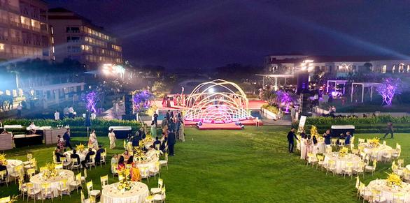 225 nghệ sĩ và nhân viên phục vụ đám cưới con gái tỉ phú Ấn Độ tại Đà Nẵng - Ảnh 1.