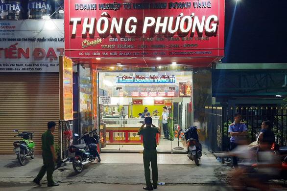 Hành trình truy bắt nhóm nghi phạm táo tợn cướp tiệm vàng ở Hóc Môn - Ảnh 5.