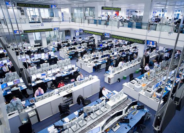 Ngân hàng Đức sử dụng robot, cắt giảm đến 18.000 nhân viên - Ảnh 1.