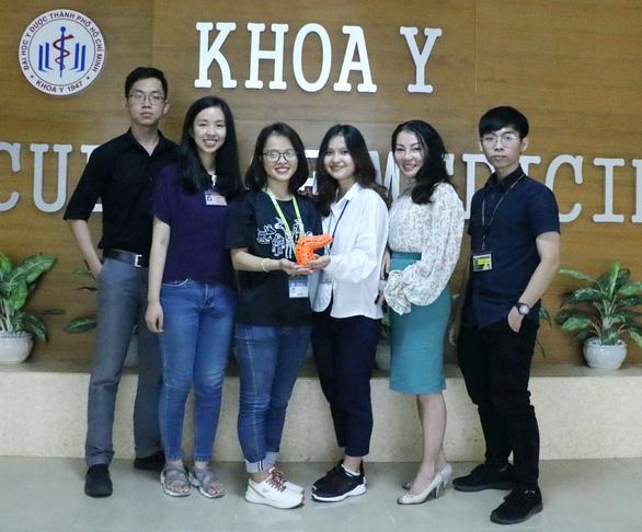 Sinh viên Y Dược dùng 3D in khung chân giúp trẻ dị tật - Ảnh 1.