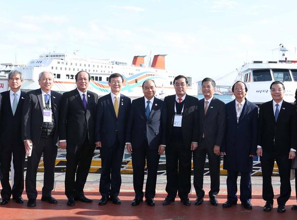 Thủ tướng mong muốn thành phố Busan tạo thuận lợi cho cộng đồng người Việt - Ảnh 1.