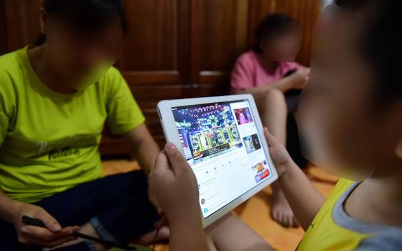 Cha mẹ nên hướng dẫn con cách sử dụng Internet - Ảnh 1.