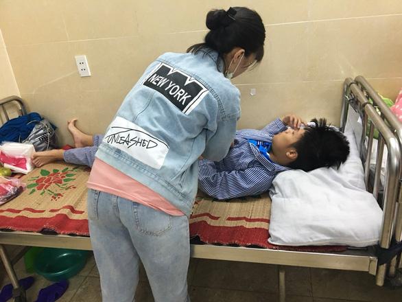 Tạm đình chỉ thầy giáo dạy võ tham gia đánh học sinh lớp 8 gãy xương hàm - Ảnh 1.