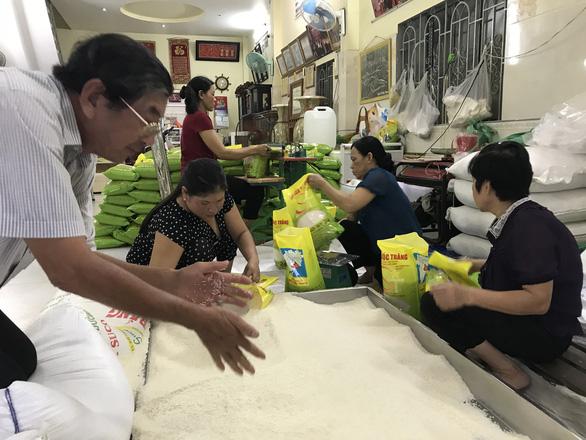 Gạo đội lốt gạo ngon nhất thế giới ST25 tràn ngập thị trường - Ảnh 1.