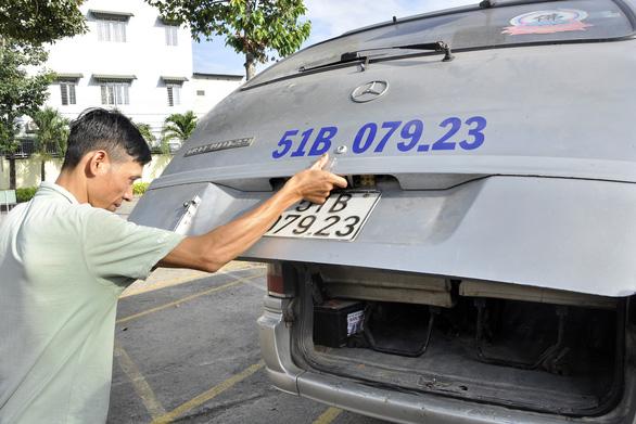 Đề nghị xử lý nghiêm vụ xe đưa rước làm học sinh rơi xuống đường - Ảnh 1.