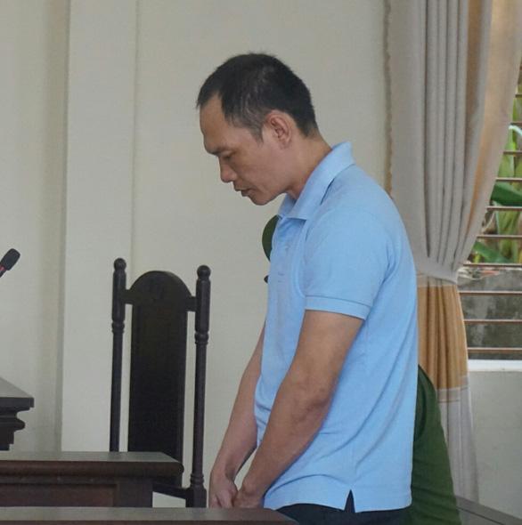 10 năm tù cho bị cáo đánh, đạp khiến trung tá công an té ngã tử vong - Ảnh 1.