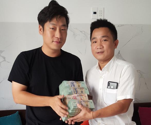 Hội An khen thưởng công dân bảo vệ tiền tỉ của chủ xe hớ hênh - Ảnh 1.