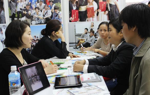 Đại sứ quán Nhật Bản đình chỉ đại diện xin visa của 36 công ty tư vấn du học - Ảnh 1.