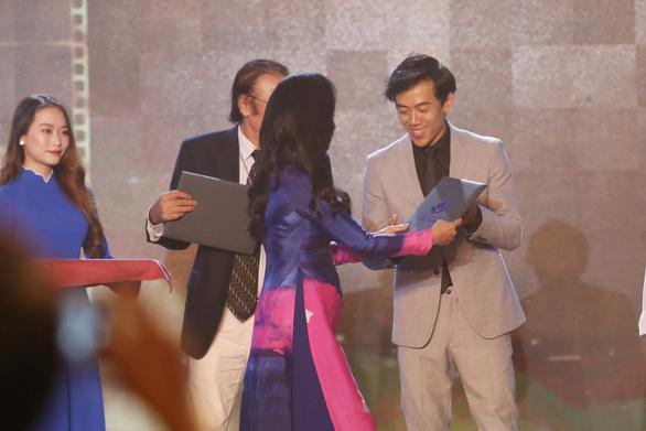 Song Lang đoạt Bông sen vàng, Trấn Thành đoạt giải Diễn viên chính xuất sắc - Ảnh 4.