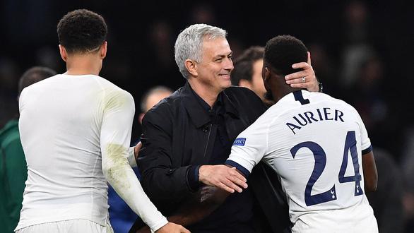 Mourinho: Tôi đau lòng khi phải thay người trong hiệp 1 - Ảnh 1.