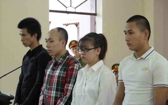 Vụ Alibaba: Tòa chiếu clip đập phá, tuyên Nguyễn Huỳnh Tú Trinh 4 năm 6 tháng tù - Ảnh 1.