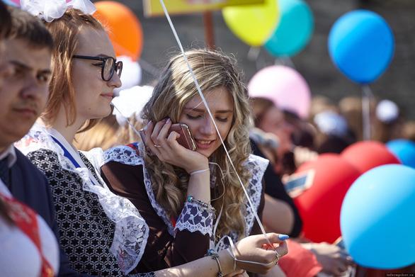 Tổng thống Putin bày cho học sinh cách chọn nghề nghiệp tương lai - Ảnh 1.