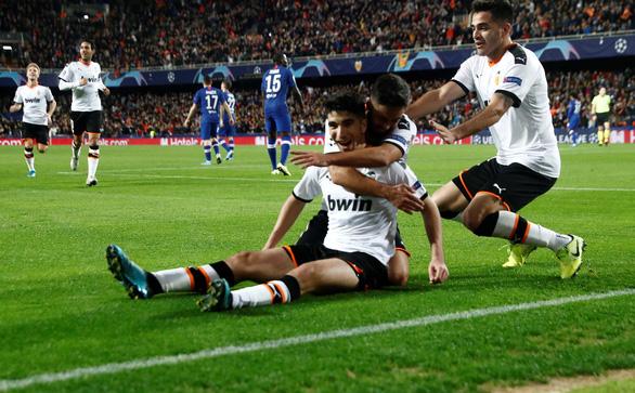 Đánh rơi chiến thắng trước Valencia, Chelsea chưa thể ghi tên vào vòng knock-out - Ảnh 1.