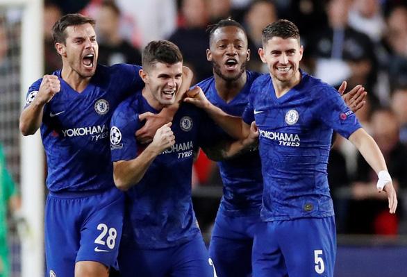 Đánh rơi chiến thắng trước Valencia, Chelsea chưa thể ghi tên vào vòng knock-out - Ảnh 2.
