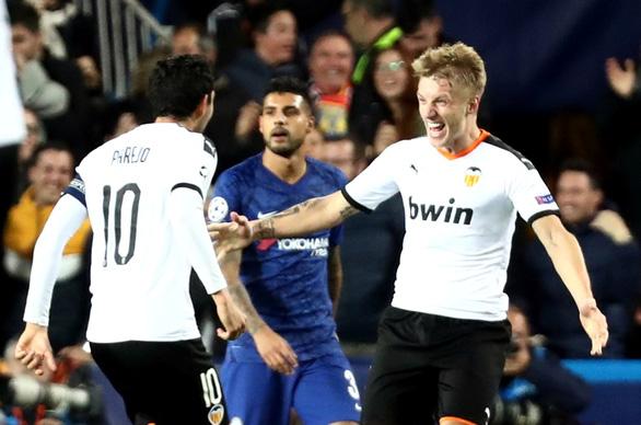 Đánh rơi chiến thắng trước Valencia, Chelsea chưa thể ghi tên vào vòng knock-out - Ảnh 3.