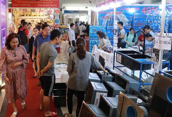 Hội chợ nội thất giảm giá kịch sàn, đón cao điểm Black Friday - Ảnh 1.