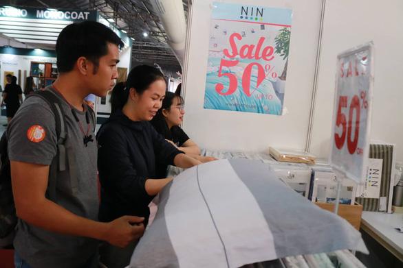 Hội chợ nội thất giảm giá kịch sàn, đón cao điểm Black Friday - Ảnh 4.