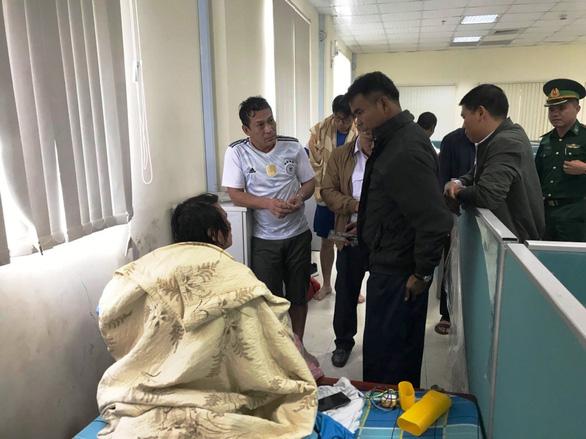 Cứu thành công 18 thuyền viên trên tàu Thái Lan gặp nạn - Ảnh 2.
