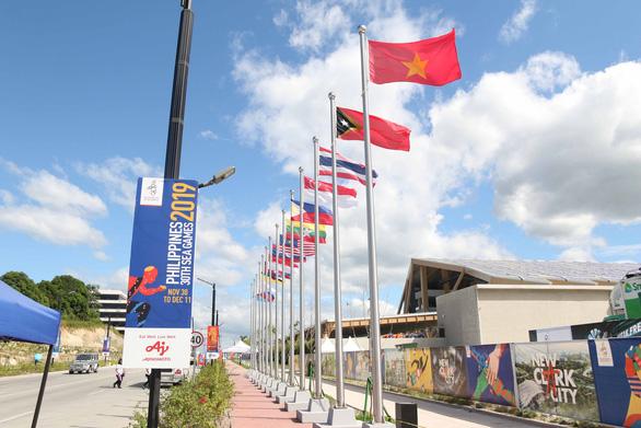 Tổ hợp thể thao tại New Clark City ngổn ngang trước ngày khai mạc SEA Games - Ảnh 5.
