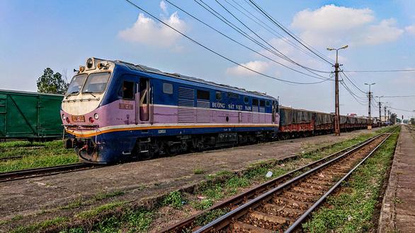 Có cần làm đường sắt Lào Cai - Hà Nội - Hải Phòng với vốn khủng 100.000 tỉ đồng? - Ảnh 1.