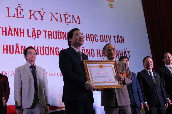 Trường đại học Duy Tân nhận Huân chương Lao động hạng Nhất - Ảnh 1.