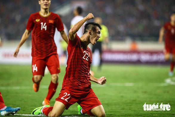 Bảng xếp hạng FIFA: Việt Nam tăng vượt bậc, Thái Lan tụt dốc - Ảnh 1.