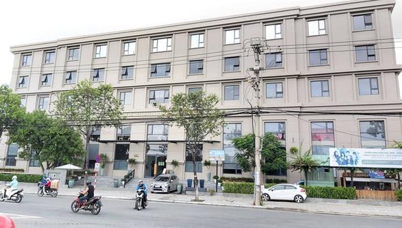 Đà Nẵng yêu cầu Trường St. Nicholas bỏ chữ quốc tế trên bảng tên - Ảnh 1.