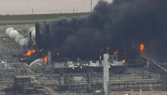 Nổ nhà máy hóa dầu, 60.000 người ở 4 thành phố Mỹ phải di tản - Ảnh 3.